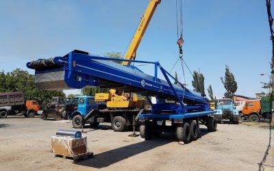 Transporte de equipos de manutención para mercancías a granel